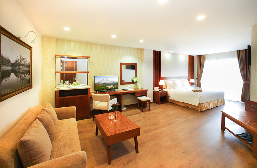 IS IT A GOOD IDEA TO STAY IN HOTELS NEAR DALAT CENTER?