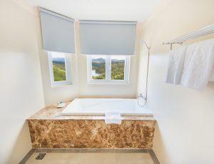 LADALAT-HOTEL-EXECUTIVE-SUITE-BATHROOM-1