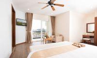 LADALAT-HOTEL-EXECUTIVE-SUITE-BROWN-1